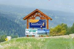 Smithers, Canada - circa 2018: Benvenuto al segno di Smithers fotografia stock