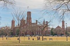 Smithsonian Institution byggnad i Washington DC USA arkivbild