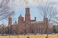 Smithsonian Institution byggnad i Washington DC USA royaltyfri fotografi