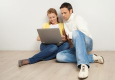 Smling couple looking and laptop screen Stock Photos