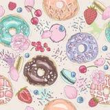 Sömlös frukostmodell med blommor, donuts, frukter Royaltyfri Fotografi