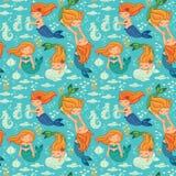 Sömlös modell för rolig färg med sjöjungfruar Royaltyfria Bilder