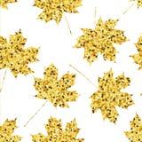 Sömlös modell med guld- lönnlöv Royaltyfria Bilder