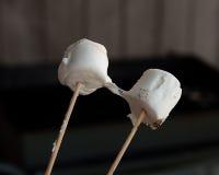 smältta marshmallows Arkivfoton