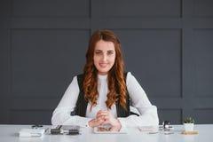 Smm pracy biznesowej kobiety konsultacji bieg?y rezultat obraz royalty free