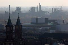 Smog über Ostrava stockfotos