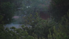 Smog auf dem Dorf stock video