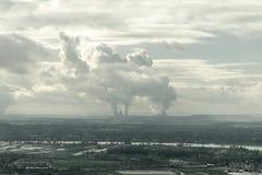 Smog in einer europäischen Stadt, Vogelperspektive, Deutschland stockbild