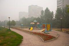 Smog in Moskau lizenzfreie stockbilder