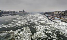 Smog och frostigt väder i Budapest Fotografering för Bildbyråer
