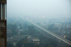 Smog sopra il gurgaon di Delhi di noida di mattina Immagine Stock Libera da Diritti