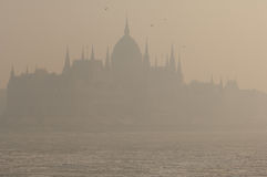 Smog vereinbart über Budapest stockfotos
