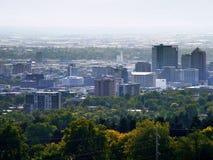 Smoggy Stadt-Himmel stockfotos