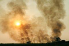 Smogu zanieczyszczenia atmosfera, Zamazany niebo chmury zanieczyszczenie powietrza dla tła, atmosfery zanieczyszczenie, zmierzch Obrazy Stock