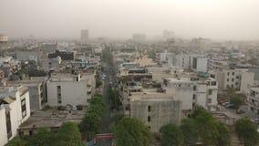 Smogu zanieczyszczenie w nowożytnym Delhi rozwoju obrazy royalty free