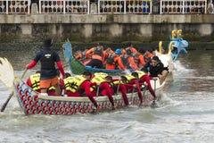 Smok Łódkowata rywalizacja przy Melacca rzeką obraz royalty free