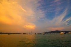 Smok i feniks w niebie zdjęcie stock