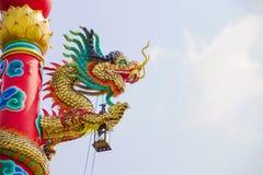 Smok na dachu w świątynnej Chińskiej architekturze Fotografia Royalty Free