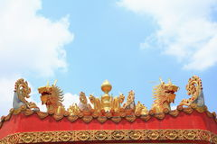 Smok na porcelanowym dachu Zdjęcie Royalty Free