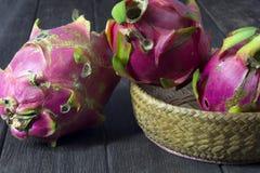 Smok owoc na drewnianych podłoga Obrazy Royalty Free