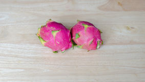 Smok owoc na Drewnianym stole Zdjęcie Royalty Free