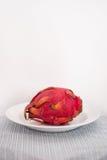 Smok owoc na talerzu zdjęcie royalty free