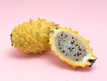 smok owoc sekci swój kolor żółty Zdjęcia Stock