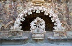 Smok statuy przy portalem opiekuny w Quinta da Regaleira nieruchomości Sintra Portugalia zdjęcia royalty free