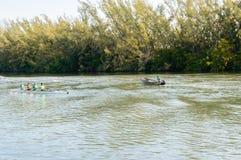 Smoka łódkowaty szkolenie na wodzie obrazy royalty free
