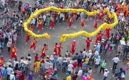Smoka tana festiwal na ulicie Obraz Royalty Free