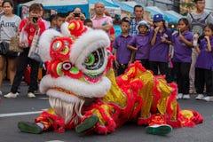 Smoka taniec podczas świętowanie Chińskiego nowego roku w Bangkok Tajlandia Fotografia Royalty Free