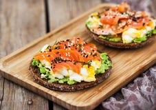 Free Smoked Salmon, Scrambled Eggs And Avocado Rye Crisp Toast Stock Photography - 159640072