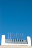Smokestack Ustawiający Przeciw Genialnemu niebieskiemu niebu Fotografia Stock