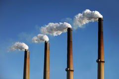 Smokestacks industriais Foto de Stock