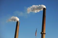 Smokestacks Zanieczyszcza powietrze Zdjęcie Royalty Free