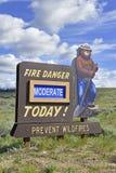Smokey Bear-Zeichenaufgabe in den Bergen Stockfotos