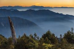 Smokey berg i Taiwan royaltyfri foto
