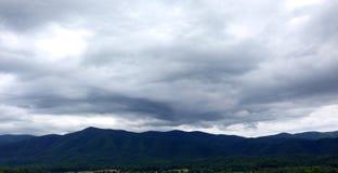 Smokey Mountains mit Überwendlingsnaht Lizenzfreie Stockfotos