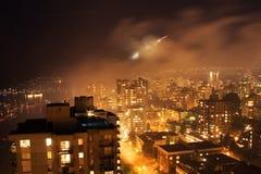 Smokey, nebelig, Vancouver-Stadt-Küstenlinie Stockbild
