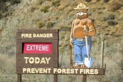 Smokey som björnen varnar av skogsbränder i Ventura County nära den Lockwood dalen, Kalifornien på huvudväg 33 Arkivbilder