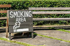 Smoking area sign on wood board Royalty Free Stock Image
