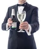 Smoking die glas wijn voorstelt stock afbeelding
