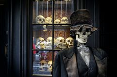 Smoking e scheletro Fotografia Stock