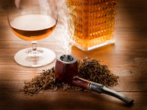 Smoking pipe and liquor Stock Photography