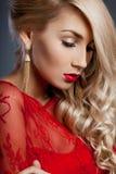 smokingowa czerwona kobieta zdjęcia stock