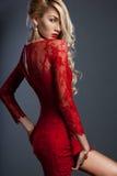 smokingowa czerwona kobieta Fotografia Royalty Free