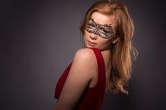 smokingowa elegancka czerwona kobieta Obraz Stock