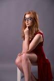 smokingowa elegancka czerwona kobieta Obrazy Royalty Free