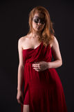 smokingowa elegancka czerwona kobieta Zdjęcie Stock