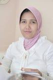 smokingowa muzułmańska kobieta obrazy royalty free